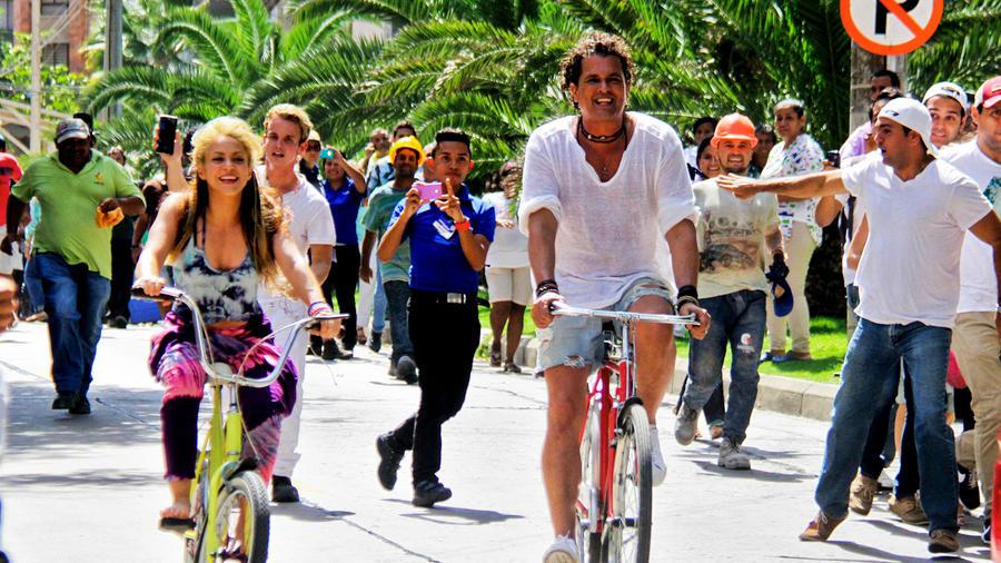 """Shakira y Carlos Vives en Colombia grabando el video musical """"La Bicicleta"""""""