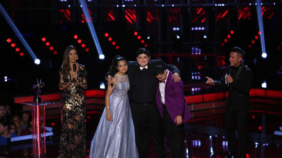 Alejandra Christopher y Axel con Jorge Bernal Patricia Manterola en la final de La Voz Kids 2016