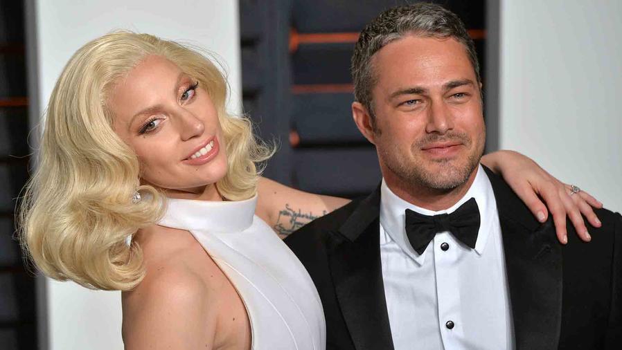 Lady Gaga y Taylor Kinney en Vanity Fair Oscar Party 2016