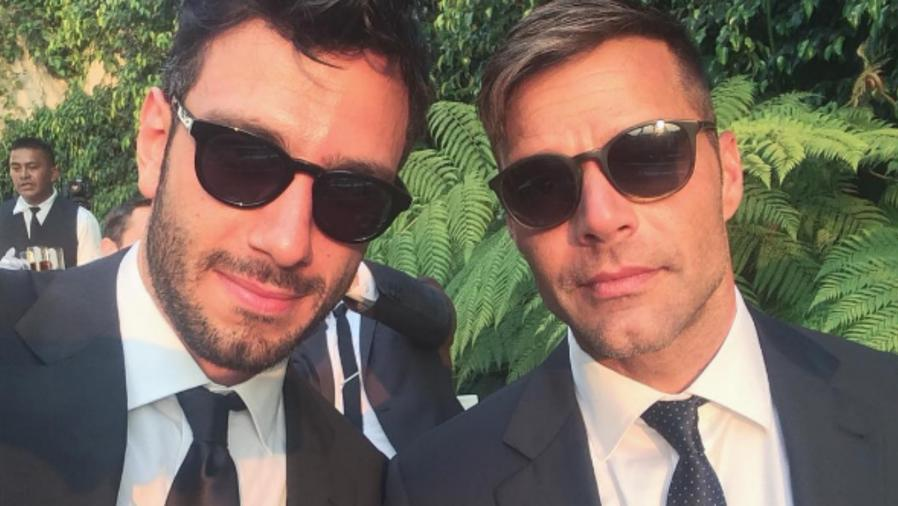 Ricky Martin y Jwan Yosef con gafas oscuras