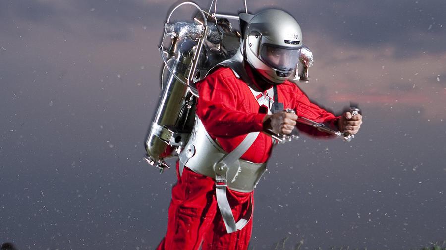 Juan Manuel Lozano utilizando el jetpack que él mismo creó
