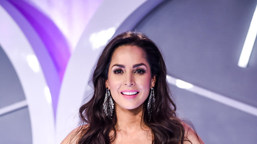 Carmen Villalobos en la alfombra de Premios Tu Mundo 2016