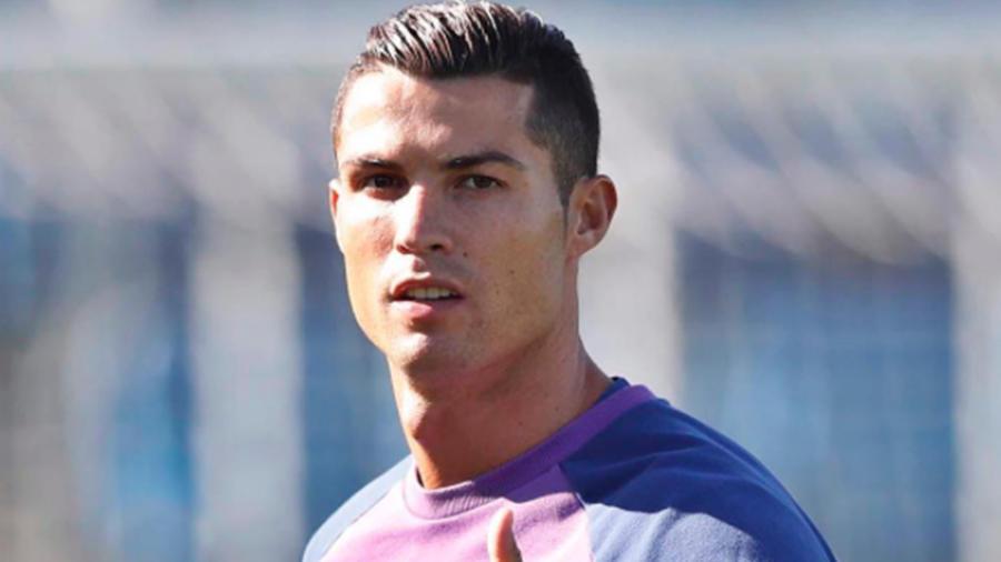 Cristiano Ronaldo en cancha de futbol 22 de septiembre