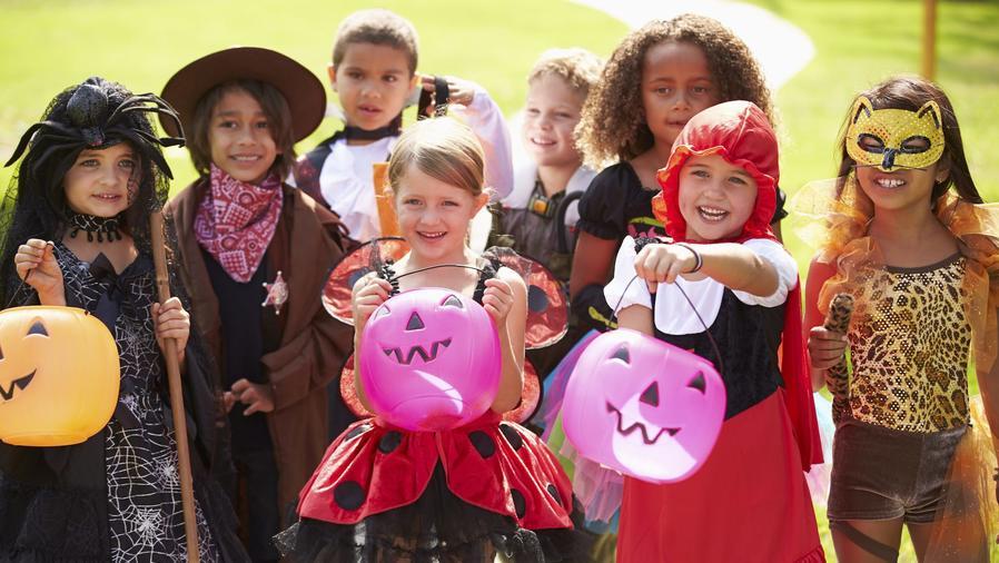 Niños con disfraces de Halloween