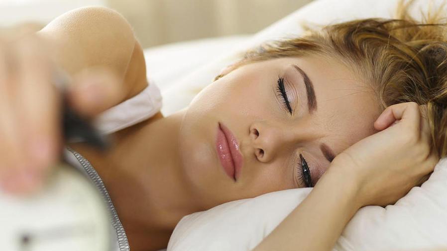 Mujer joven con problemas para dormir