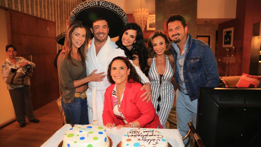 Cumpleaños Juan Pablo Espinosa y actores de la novela La fan, Club de novelas