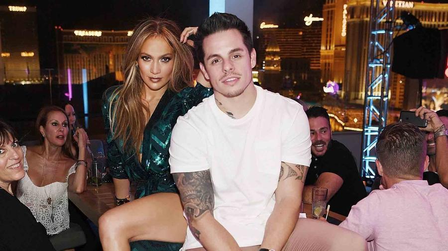 Jennifer Lopez y Casper Smart en el Caesars Palace, 2016