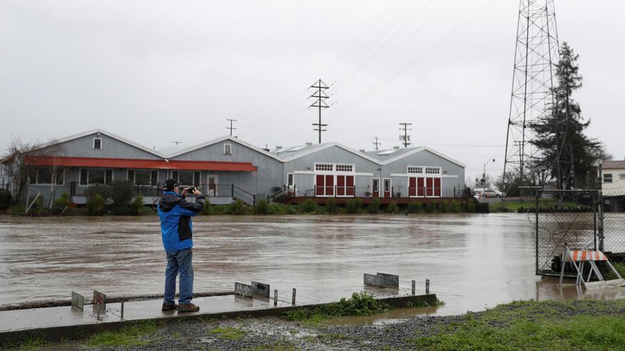 california bajo diluvio