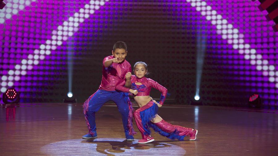 América González y Diego Aguilar bailarines de quebradita