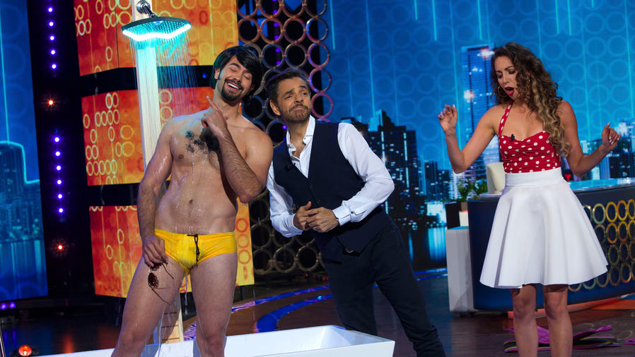 Eugenio Derbez recibe una ducha de regalo en Don Francisco Te Invita