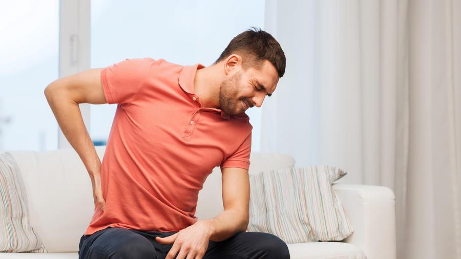Hombre con dolor de espalda baja