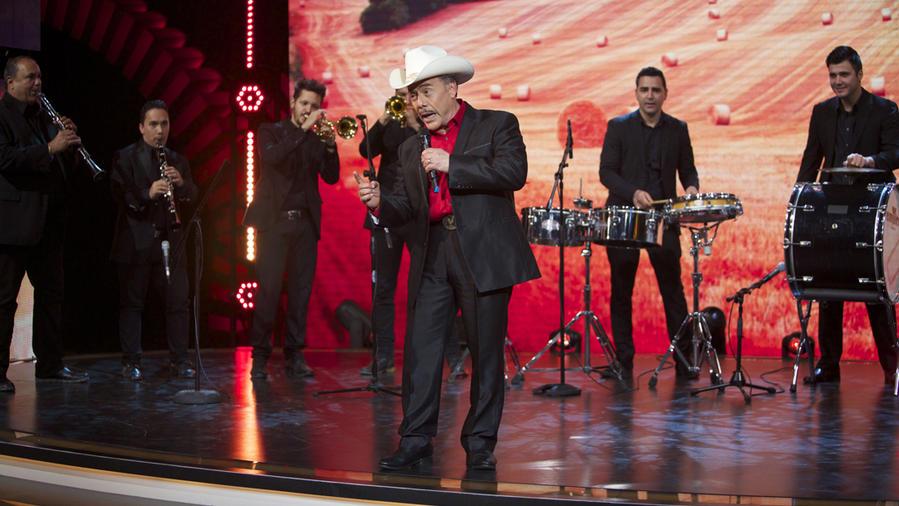 Don Pedro Rivera cantando en Don Francisco Te Invita