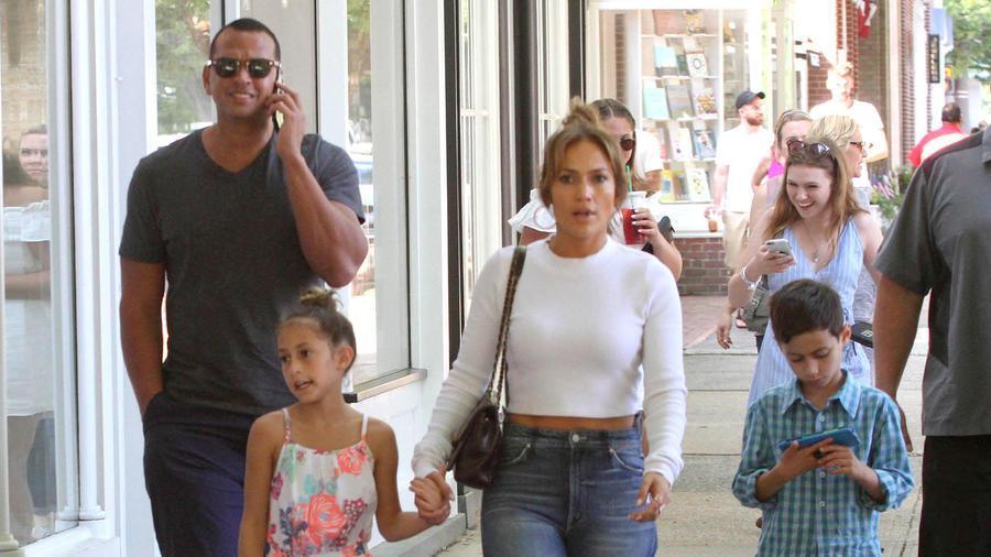 Jennifer Lopez y Alex Rodriguez viven un romance de película que incluye paseos en familia