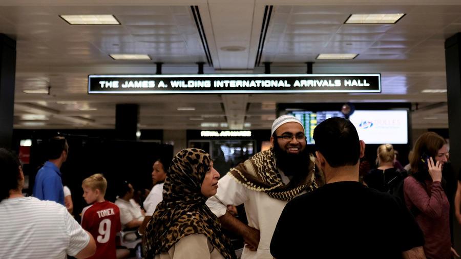Pasajeros de paísesmusulmanes en un aeropuerto