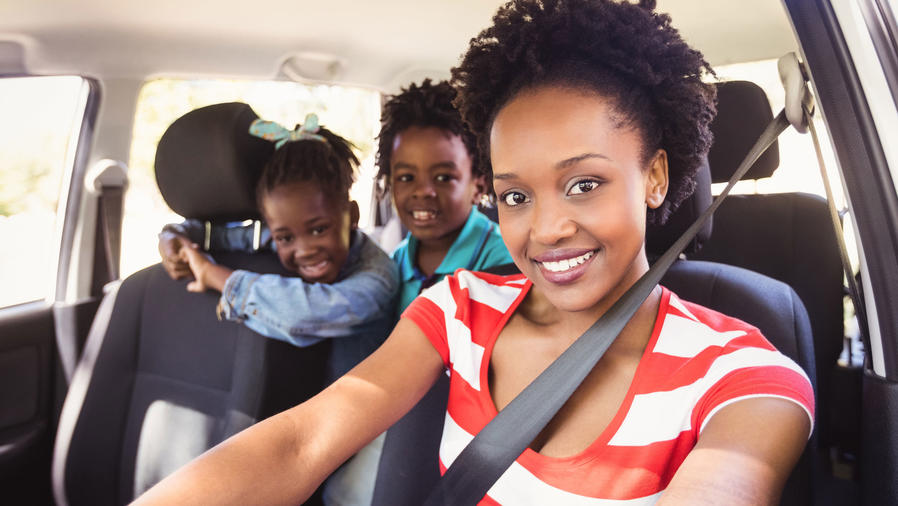 Familia en automóvil