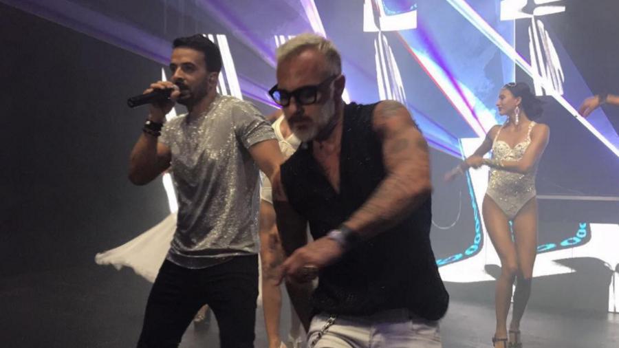 Luis Fonsi bailando con Gianluca Vacchi