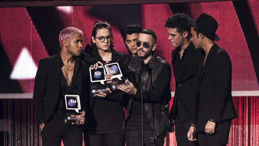 CNCO ft Yandel ganadores Premios Tu Mundo 2017