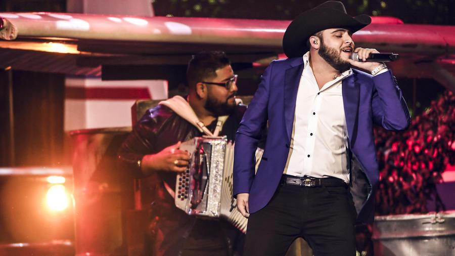 Gerardo Ortiz en Premios Tu Mundo 2017