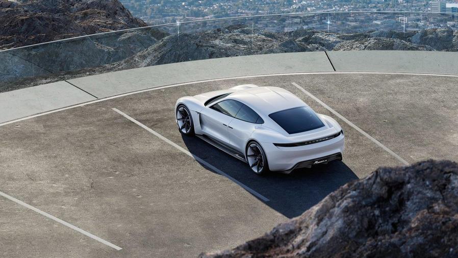 El Porsche Mission E va con todo contra Tesla