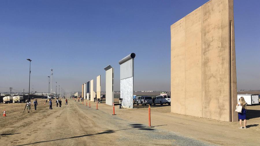 Estos son los prototipos de muro que se evalúa levantar entre EE UU y México.