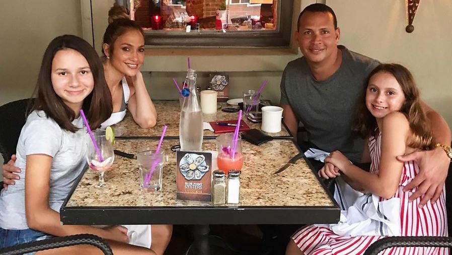 Jennifer Lopez con Alex Rodriguez y sus hijas