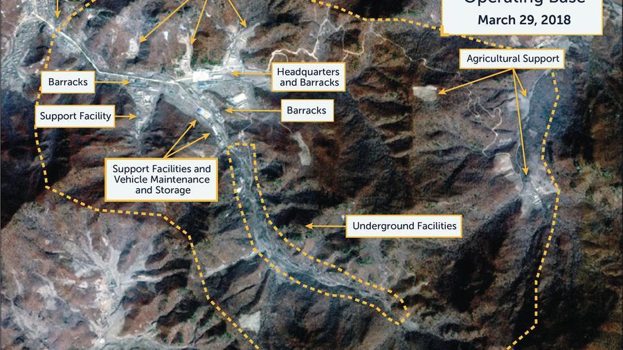 Una imagen satelital de Digital Globe tomada el 29 de marzo de 2018 muestra lo que el Centro para Estudios Estratégicos e Internacionales Beyond Parallel dice es una base operativa de misiles no declarada en Sakkanmol, Corea del Norte. CSIS / Beyond Paral