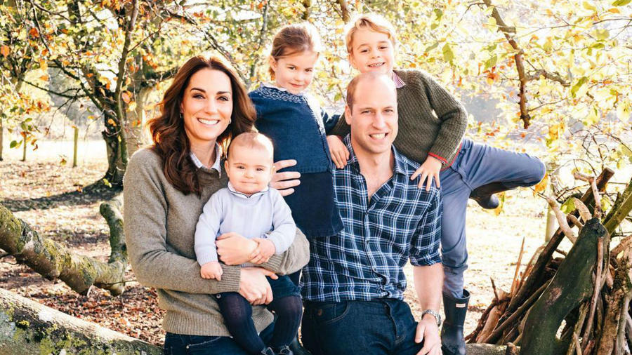 Kate Middleton y el príncipe William con su familia