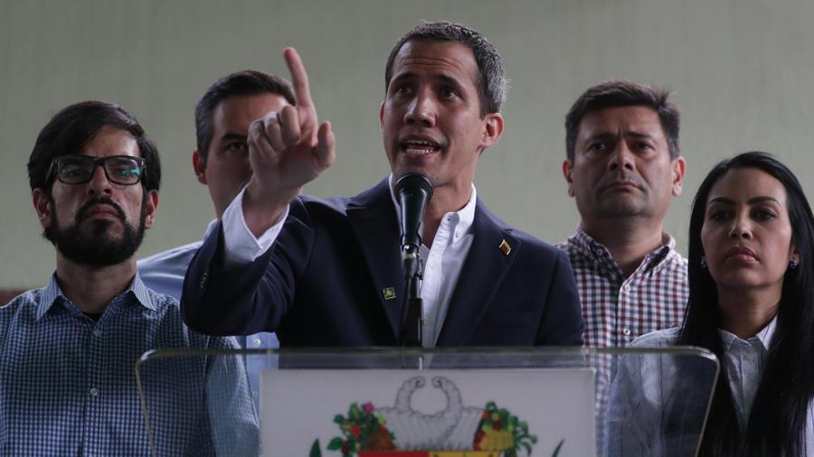 Guaidó entrega ayuda humanitaria en Caracas y habla sobre la detención de su jefe de despacho