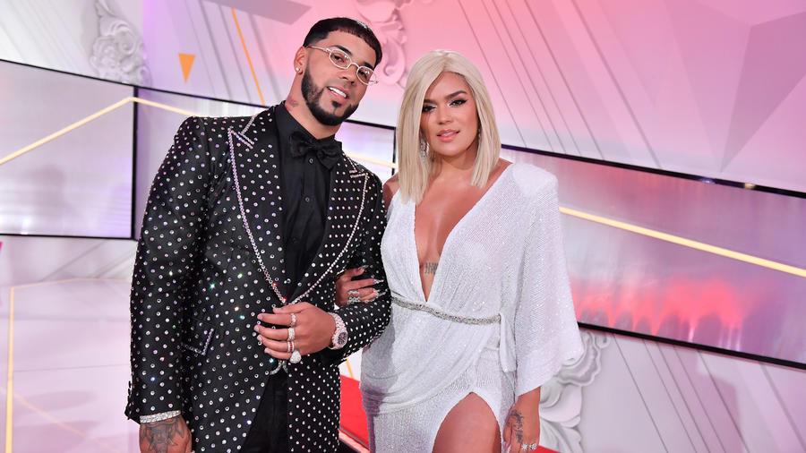 Karol G y Anuel en la alfombra roja de los Premios Billboard 2019