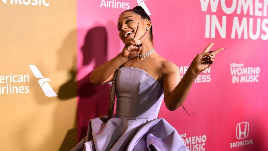 Ariana Grande en alfombra de los Billboard Women In Music 2018