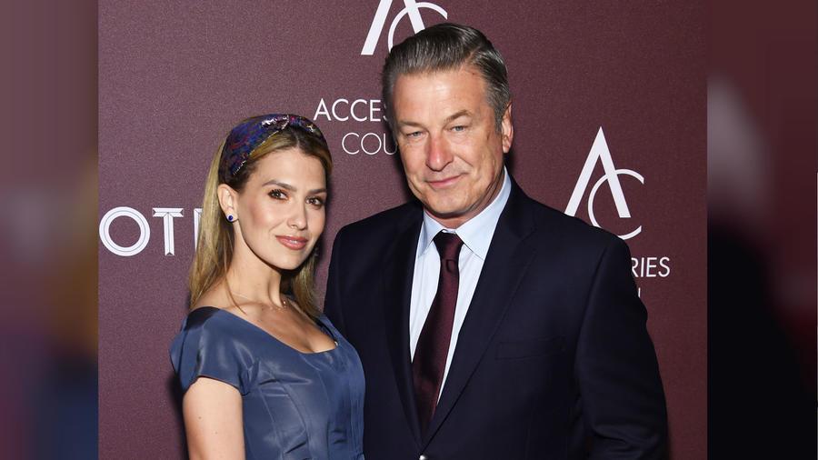 Hilaria Baldwin y Alec Baldwin en Ace awards 2019