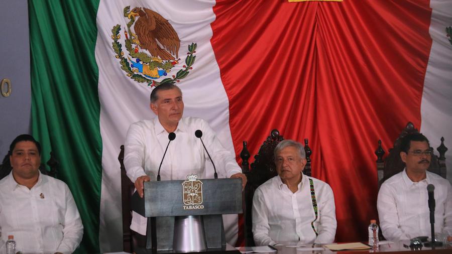 La llamada Ley Garrote fue promovida por el Gobernador Adán Augusto López. En la imagen, el mandatario estatal el día de su toma de protesta, a la que acudió el Presiente AMLO
