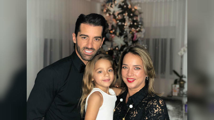 Adamari López y Toni Costa con Alaïa