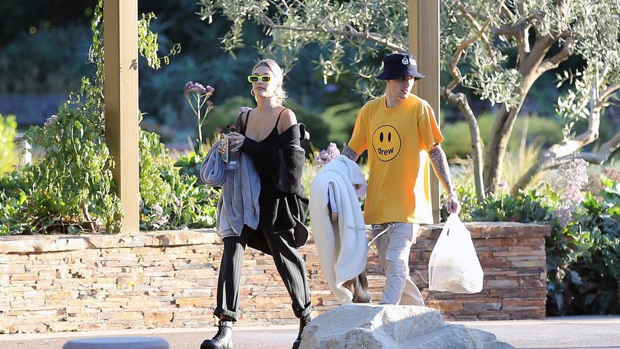 Justin Bieber y Hailey Baldwin preparando su día de campo