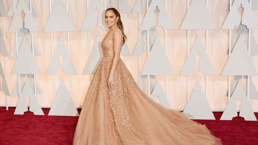 Jennifer Lopez en la alfombra roja de los Premios Oscar 2015