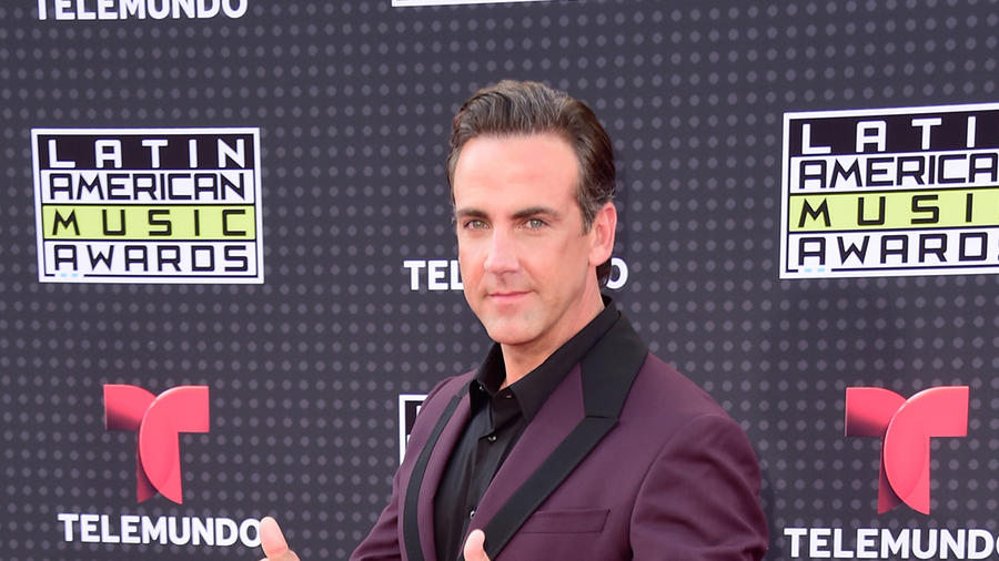 Carlos Ponce on the red carpet of the Latin American Music Awards 2015