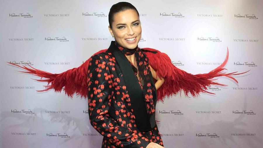 Adriana Lima en el museo Madame Tussauds en Nueva York