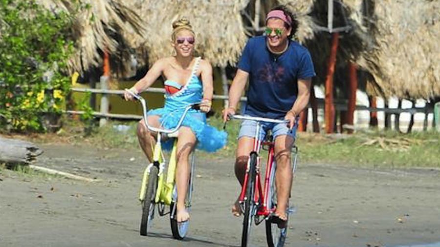 """Shakira y Carlos Vives grabando el video del tema """"La Bicicleta"""", 2016"""