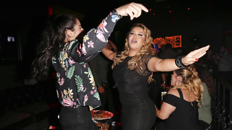 Chiquis Rivera bailando