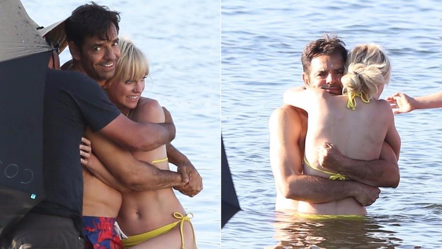 Eugenio Derbez con Anna Faris en el mar