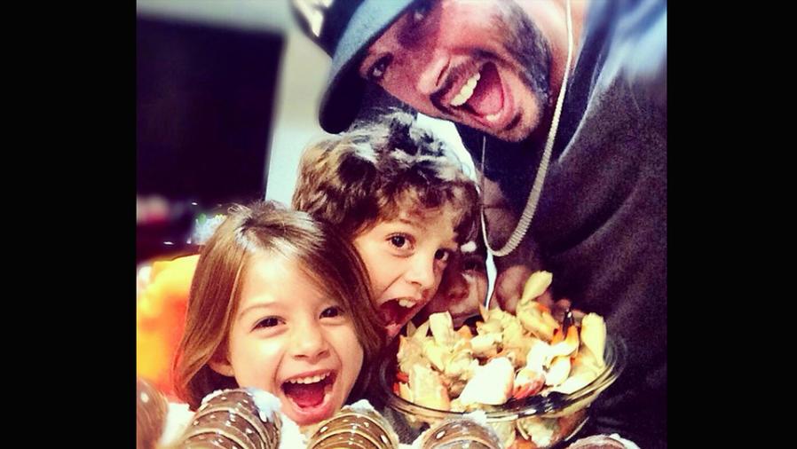 William Levy con sus hijos