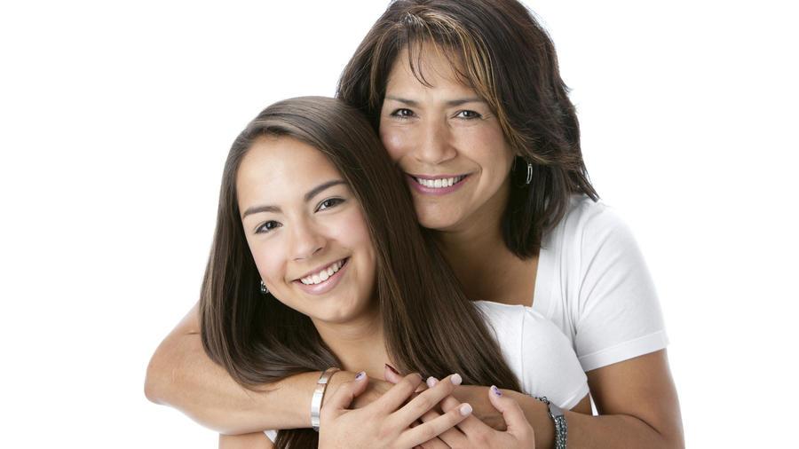 Madre e hija hispanas
