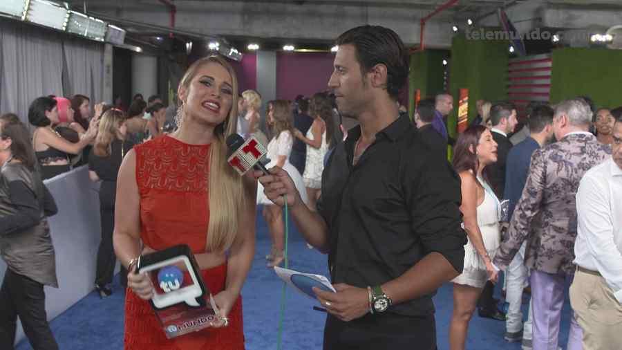 Kimberly Dos Ramos y Quique Usales en los Premios Tu Mundo 2014