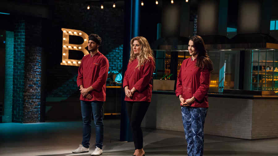 Gabriela Vegara, Judith Grace y Gabriel Coronel en la deliberación de Top Chef Estrellas