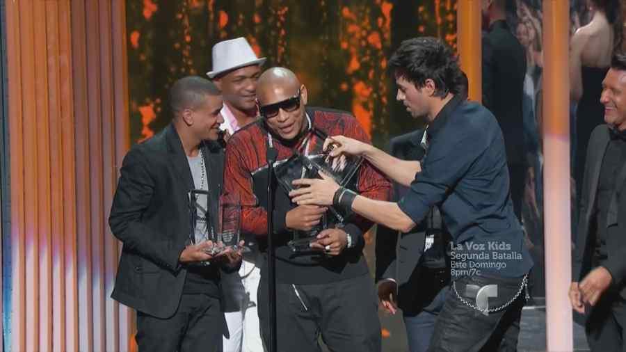 Enrique Iglesias, Descemer Bueno y Gente de Zona en los Premios Billboard 2015