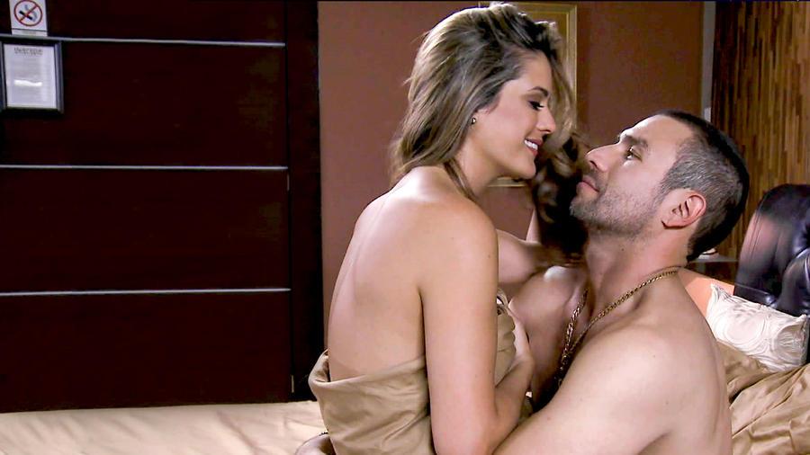 Aurelio y Esperanza hacen el amor en El Señor de los Cielos 3