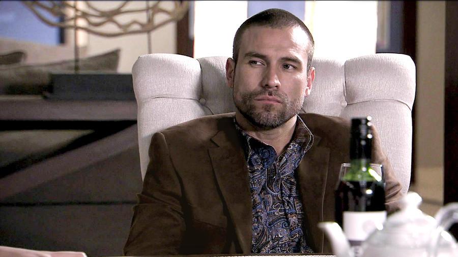 Rafael Amaya, Aurelio Casillas, bebiendo molesto, El Señor de los Cielos Tercera Temporada