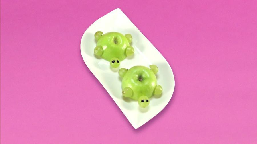Receta divertida de manzana cortada en forma de tortuga