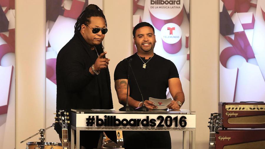 Zion y Lennox en la conferencia de prensa de los Premios Billboard