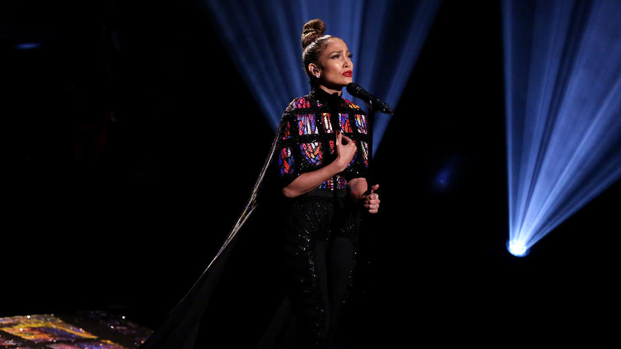 El Buzz: Jennifer Lopez strips off cape to expose a revealing top during The Tonight Show Starring Jimmy Fallon